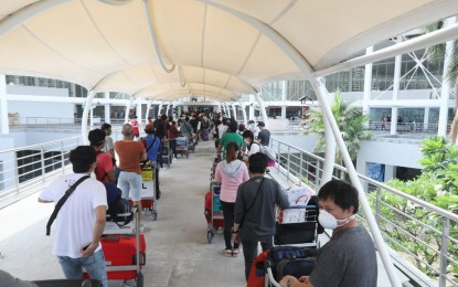 DOLE says over 100K OFWs back to their homes