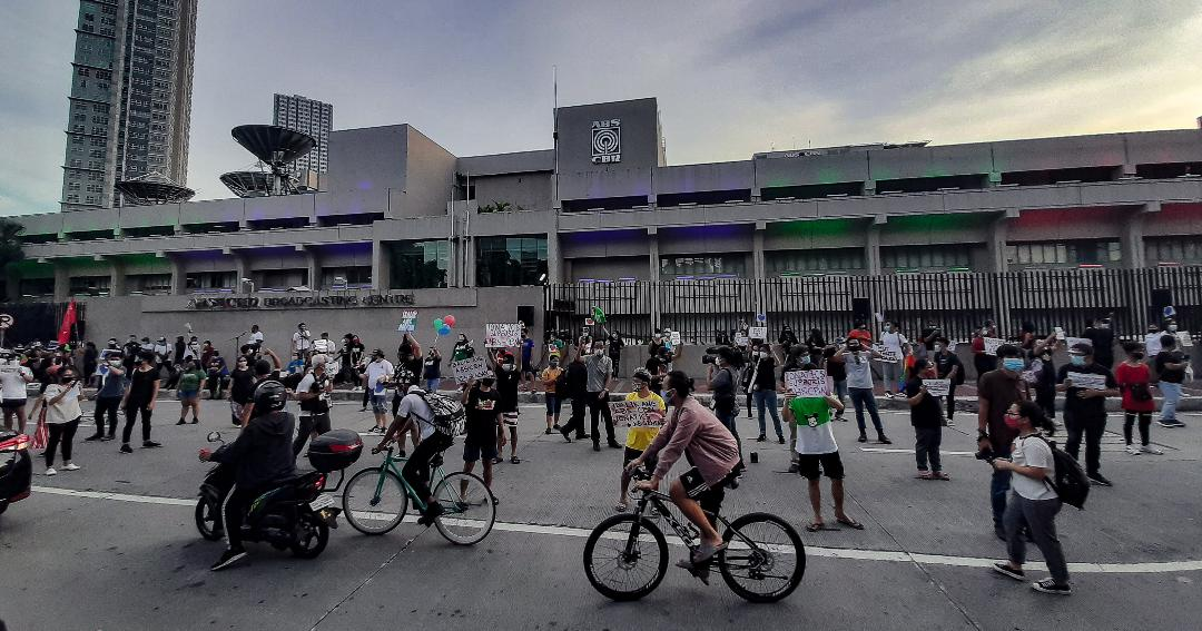 Hundreds protest Congress' denial of ABS-CBN franchise