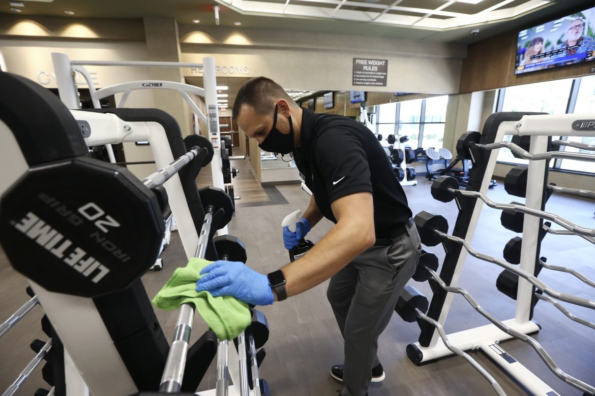 Gym goers required to wear gloves, masks