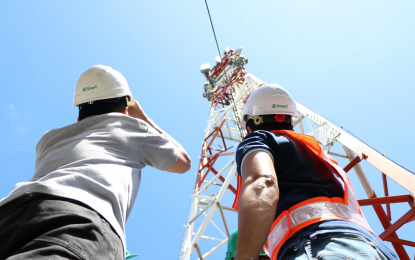 Smart taps 6 common tower firms to build 200 cell sites