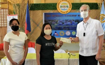 35 displaced OFWs from NegOcc receive aid from gov't