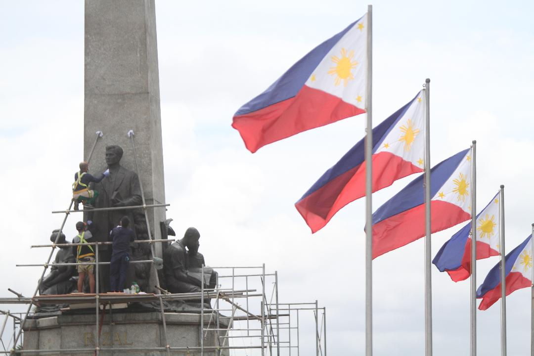 NHCP personnel clean up Rizal Monument in preparation for 123rd Independence Day