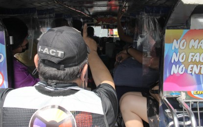 Only APORs with ID allowed on public transport during ECQ: LTFRB