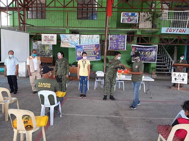 Tanods in La Union receive free pair of shoes from cops thru BarangaYanihan