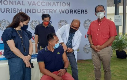 Gov't eyes vaccination of all tourism workers by December