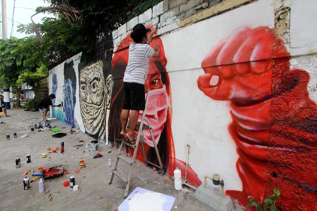 Social Realism artists portray struggle of PH health workers vs Covid in murals