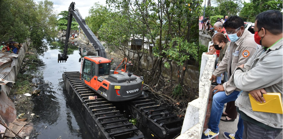 Batangas City conducts dredging operations