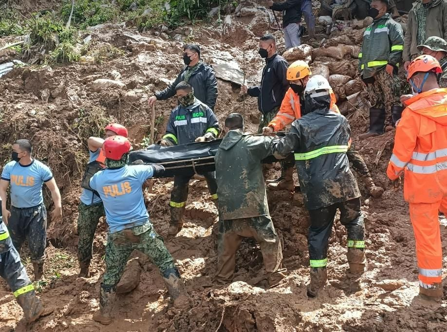 BAGUIO PNP retrieves bodies of 2 missing minors in Dominican Hill