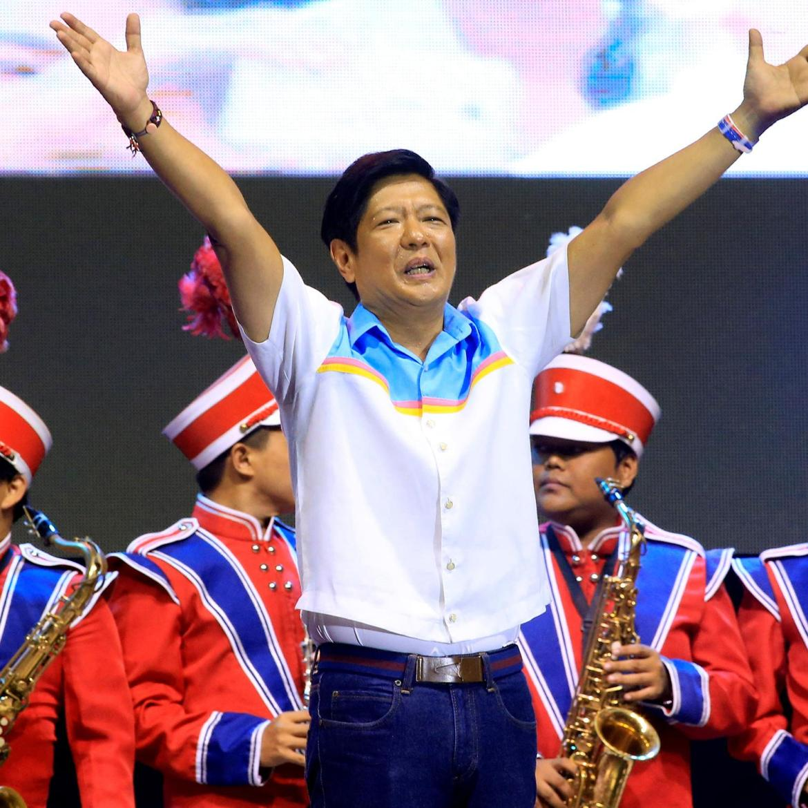 Marcos tops among presidential candidates as he dominates 'real-time, real man' street survey