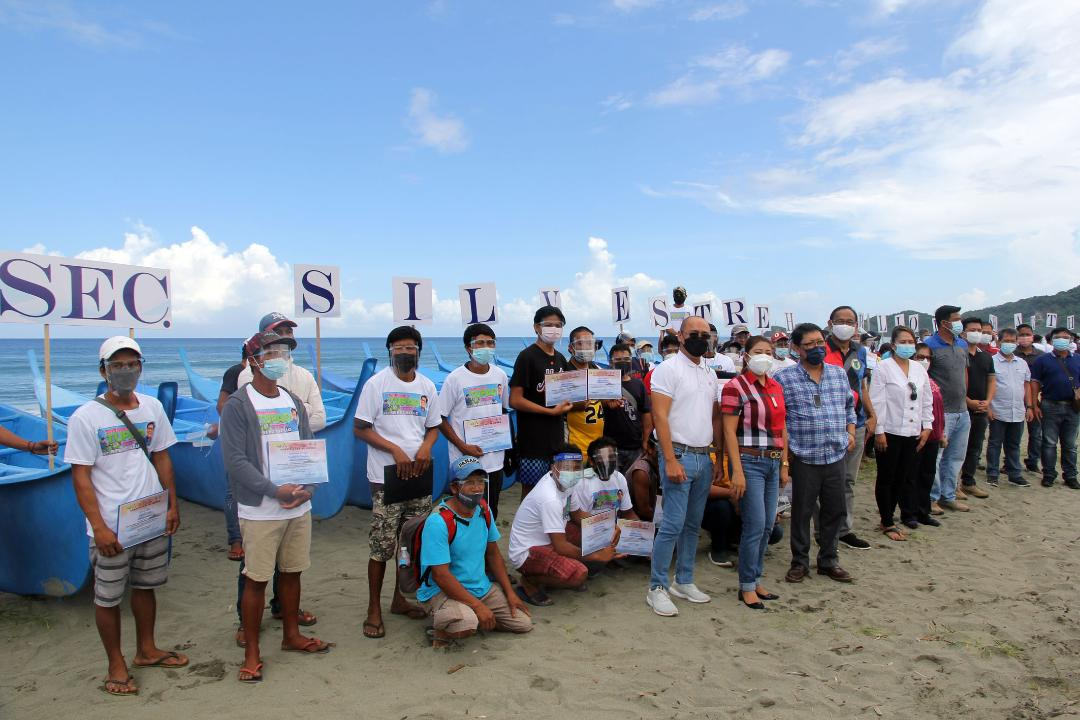 Bello awards ownership certificates of motorized bancas to DILP Claveria fishermen-beneficiaries