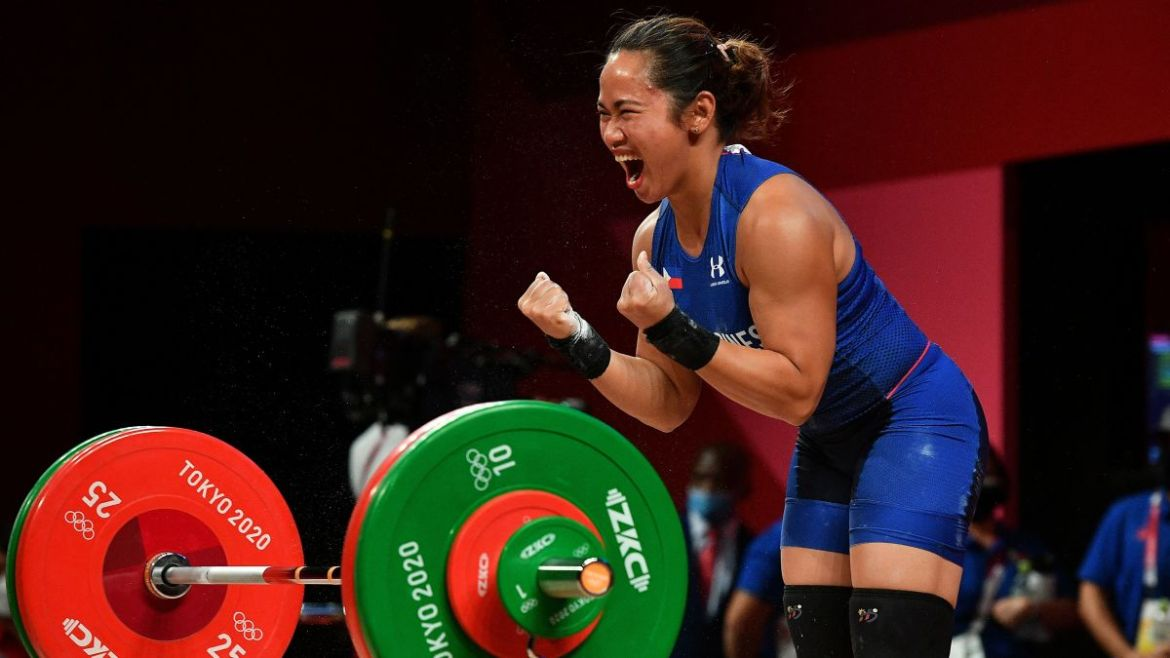 After wresting an Olympic gold, Hidilyn Diaz now snatches a diamond ring