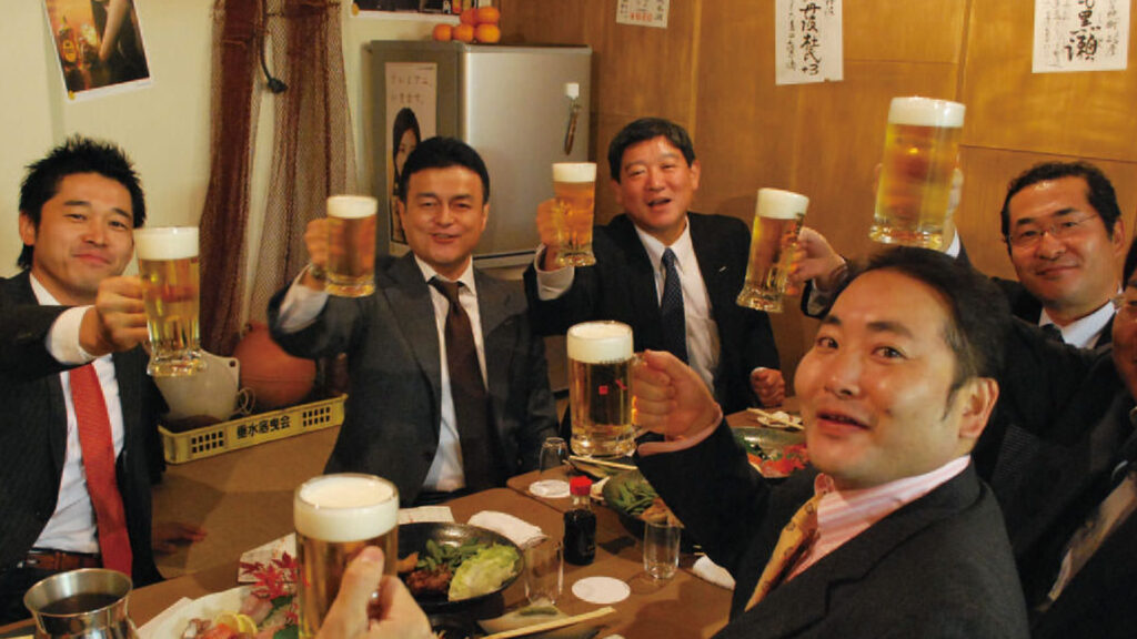 Japan's restos, bars now open to drinkers as COVID-19 controls ease