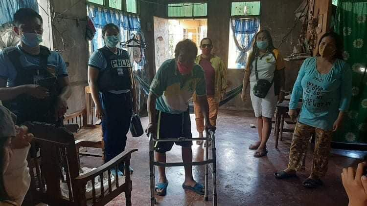 3 PWDs receive wheelchairs from DavOr cops